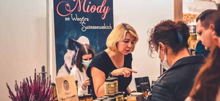 Read more about the article Serwujemy herbatę z propolisem na międzynarodowych targach Smaki Regionów w Poznaniu
